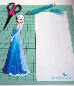 DIY Frozen Birthday Party Favor Bag Tutorial & free favor tags thehomeicreate.com