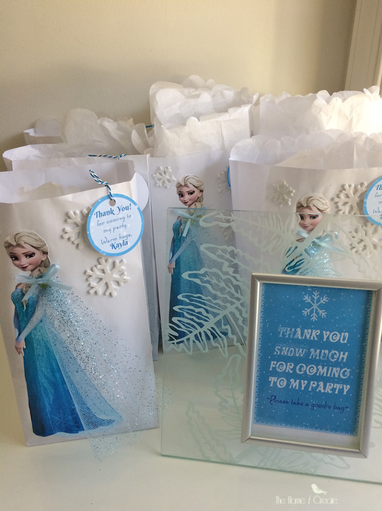 DIY Frozen Birthday Party Favor Bag Tutorial thehomeicreate.com