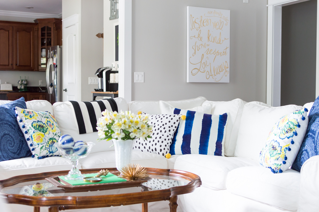 white couch | spring decor ideas | blue and white | spring | thehomeicreate.com