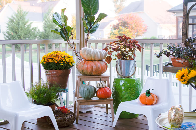 fall-porch-pumpkins