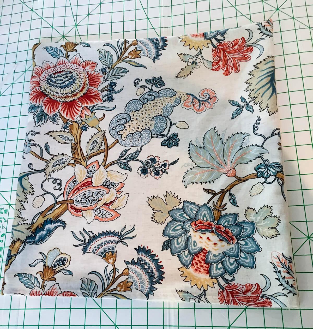 easy-diy-throw-pillow-covers-using-cloth-napkins