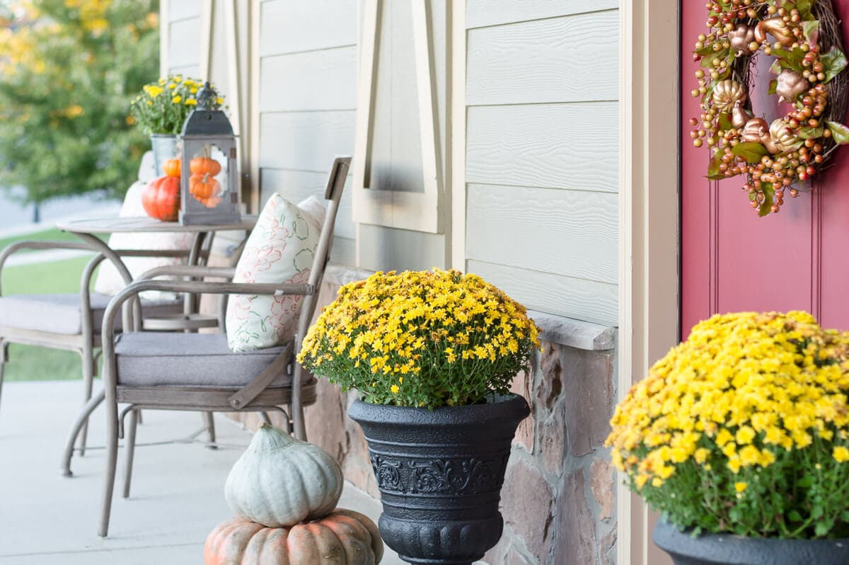 Easy Fall Porch Decor in Just 10 Minutes
