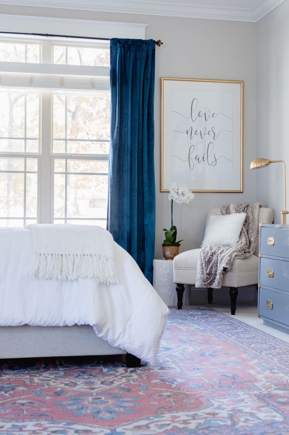 Glam master bedroom makeover | thehomeicreate.com