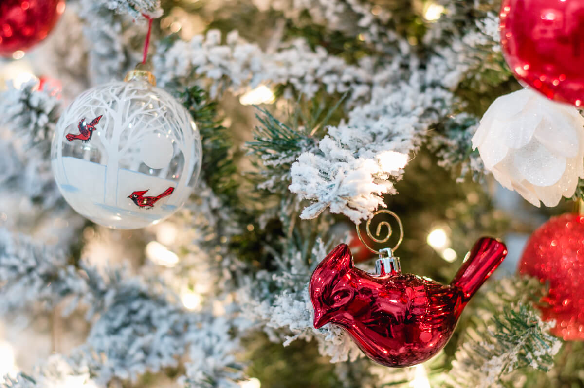 red-and-white-christmas-tree-ornaments