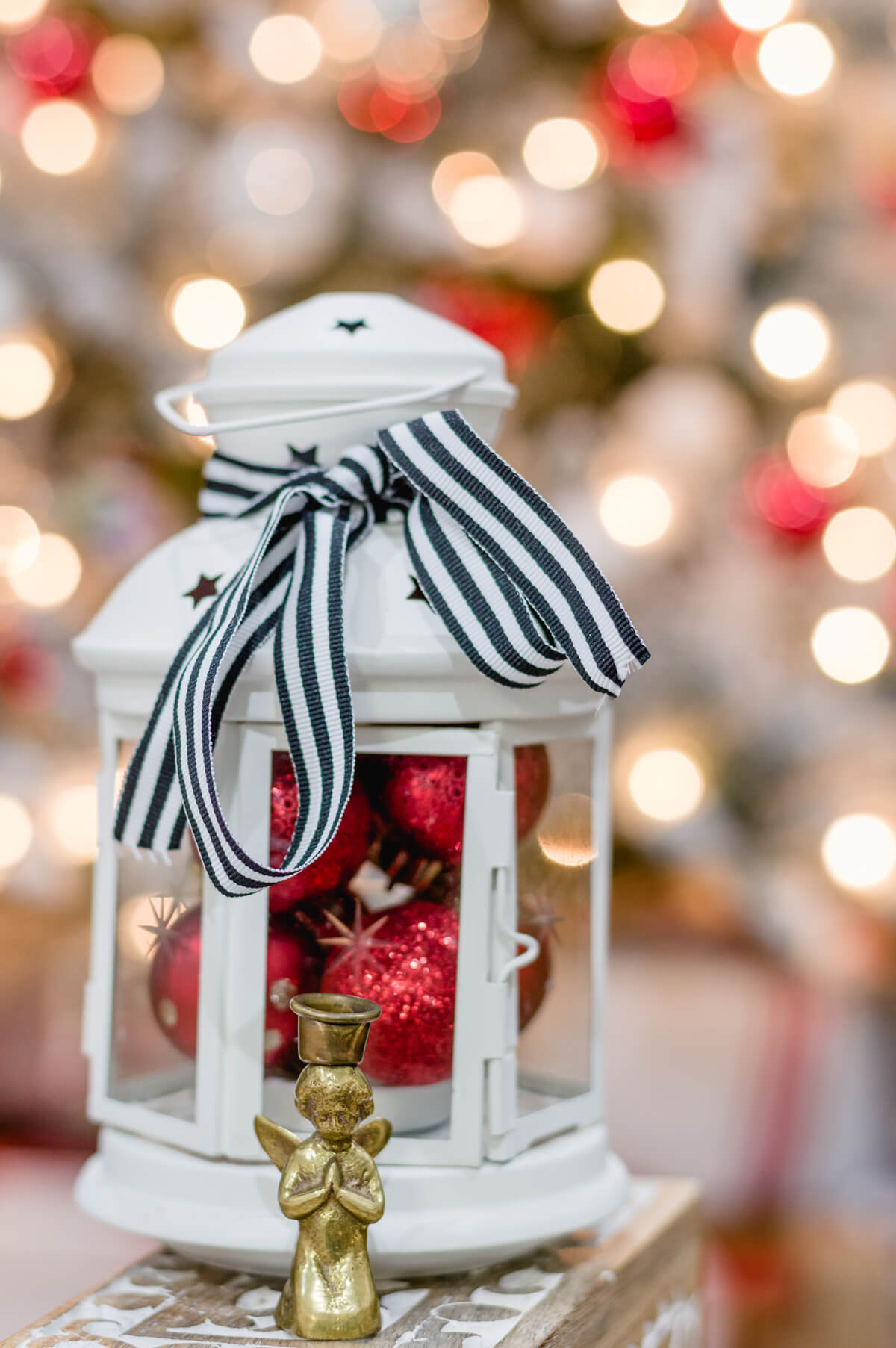 Easy Christmas Decorating Ideas with Christmas ornaments in a lantern | thehomeicreate.com