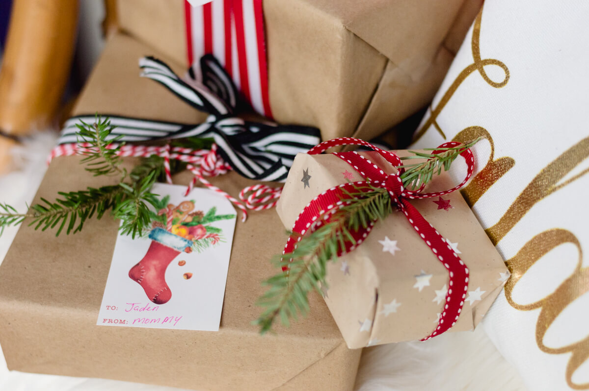 kraft-paper-wrapped-gifts