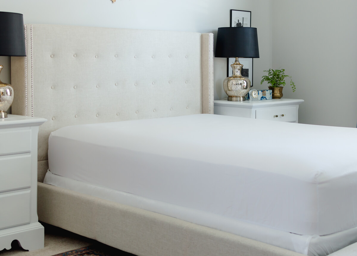 How to make a bed   Tufted Headboard   Neutral Bedding   Black Lampshade   thehomeicreate.com
