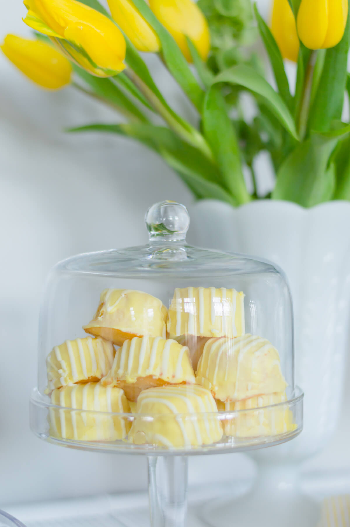 Lemon cakes | yellow tulips |