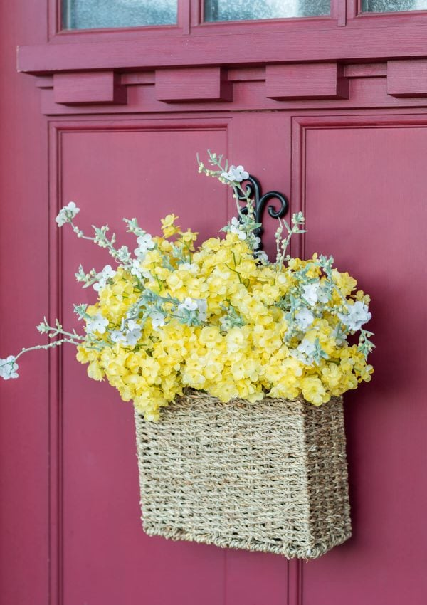 5 Minute DIY Spring Flower Door Basket {Video}