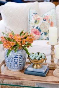 Spring Living Room Refresh || spring flowers in blue and white ginger jar || The Home I Create