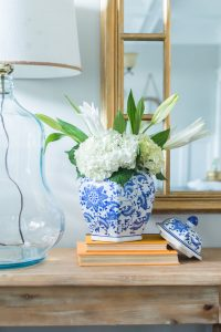 Spring Entryway Refresh || hydrangea flower arrangement || The Home I Create