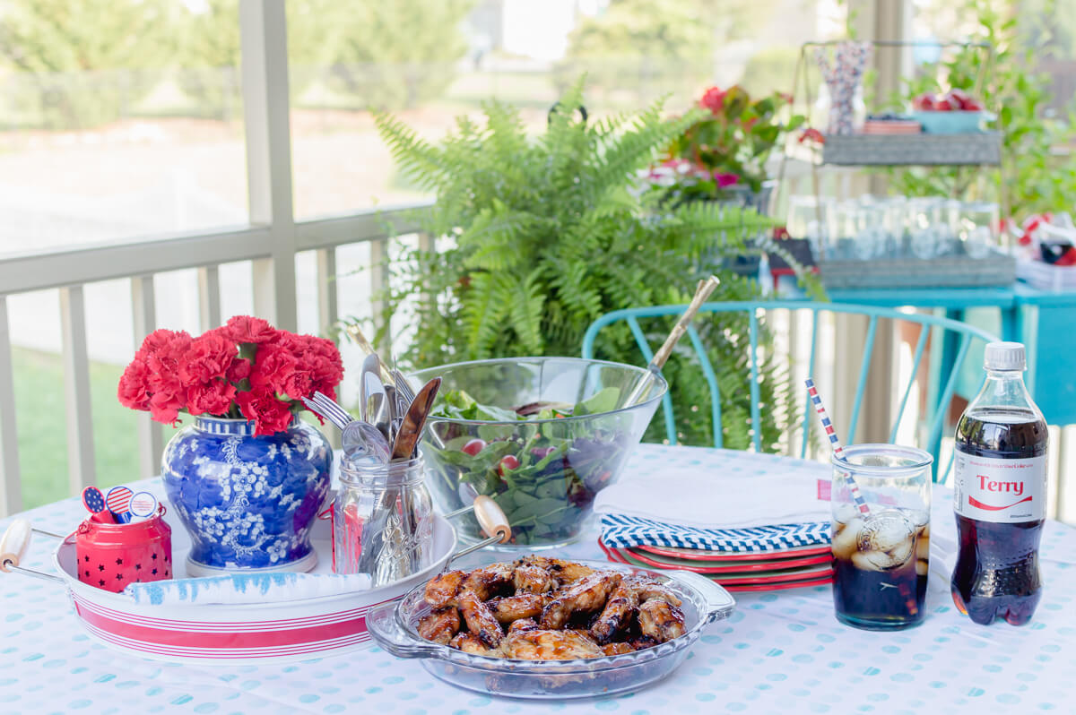 Casual summer outdoor entertaining in red, white, and blue | thehomeicreate.com