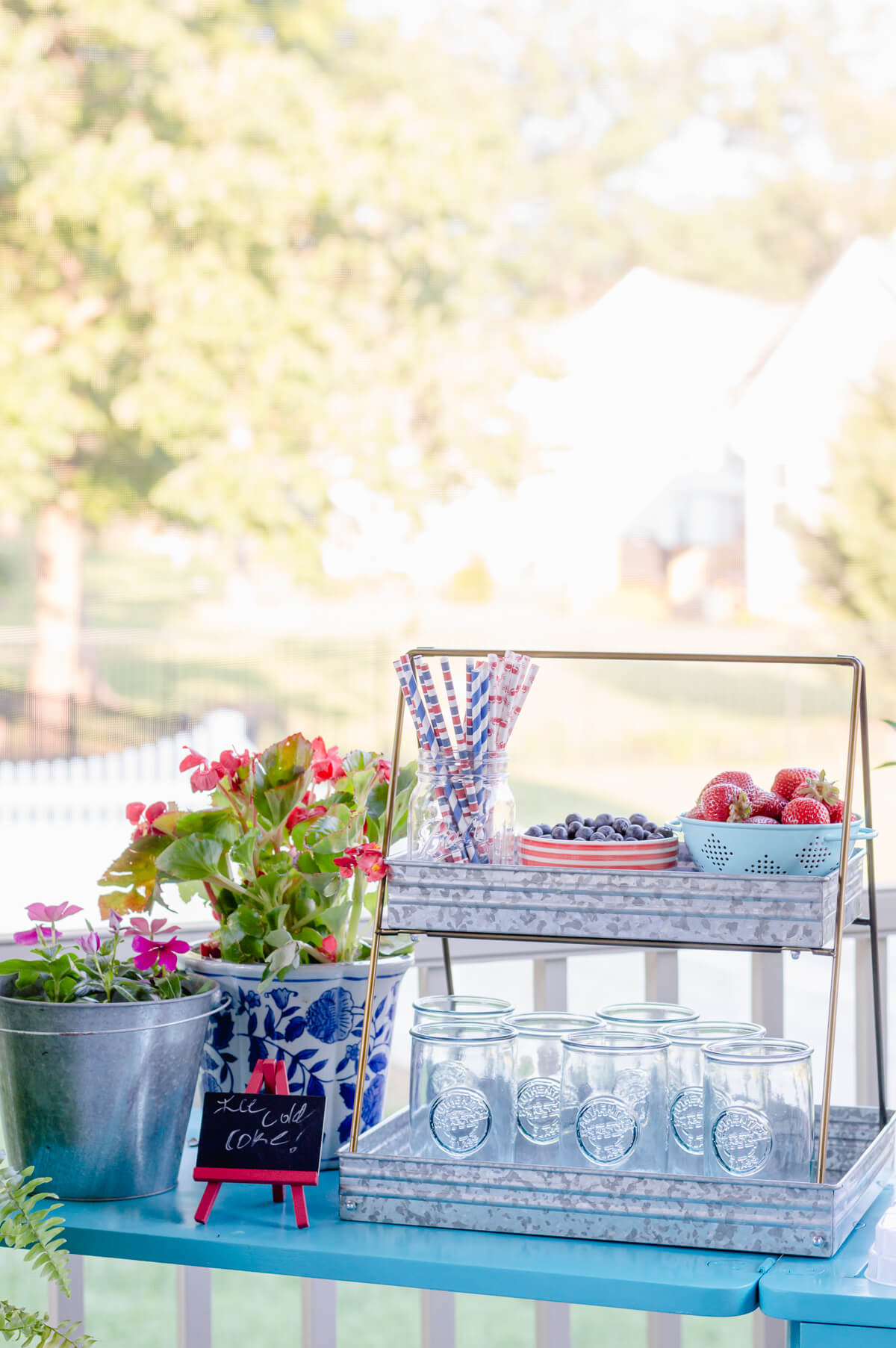 Sewing table turned drink station summer outdoor entertaining | thehomeicreate.com