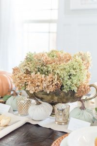 Dry hydrangea Thanksgiving Centerpiece | thehomeicreate.com