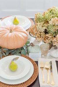 Simple Thanksgiving Table setting | thehomeicreate.com