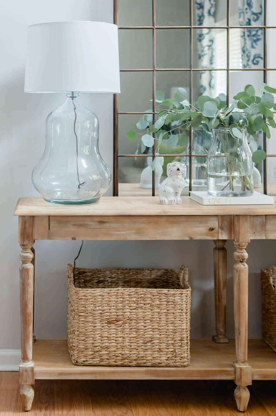 Welcome your guest in style with a pretty entry. Everett table styling with pretty lamps, arch mirror and baskets.