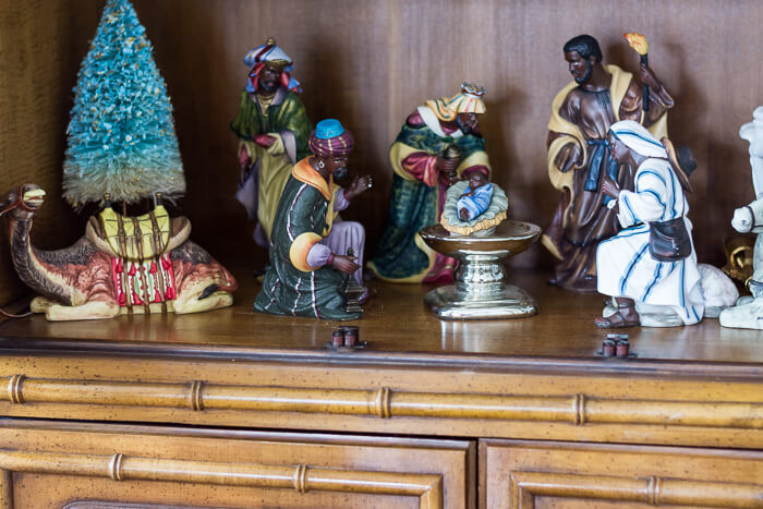 Black Nativity Scene. #thehomeicreate #blueandwhite #diningroomdecor #christmasdecor