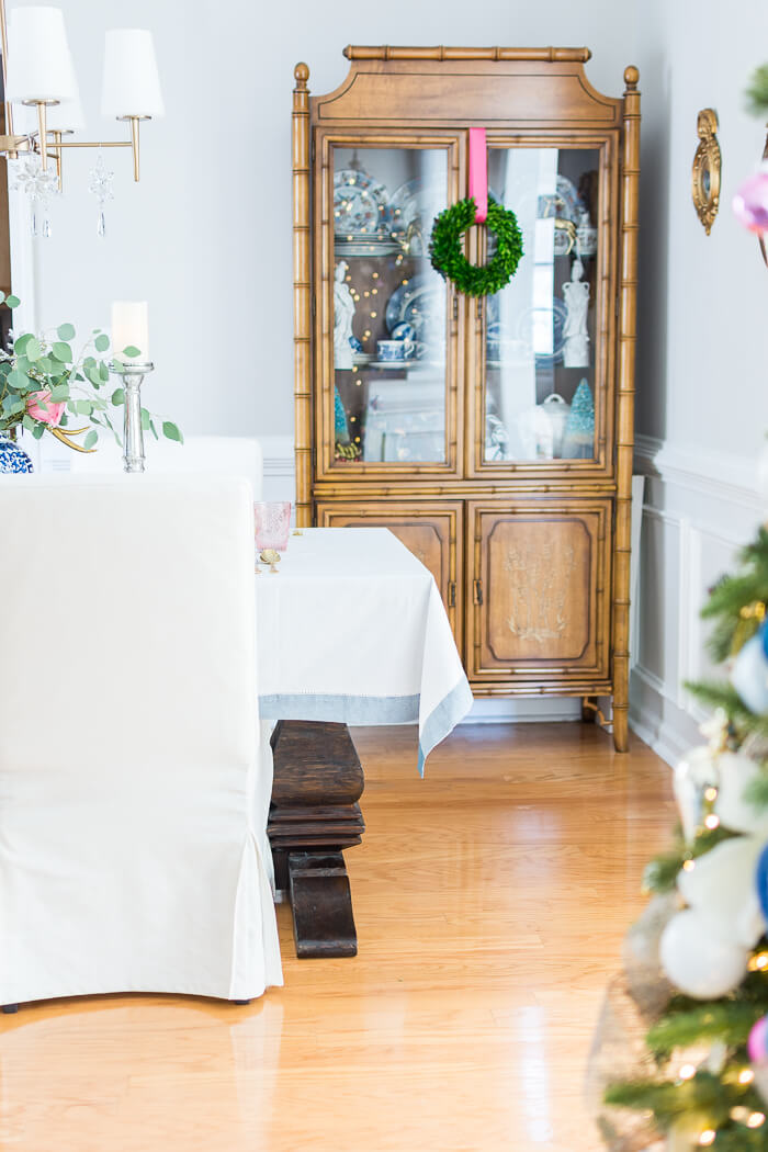 Christmas dining room decor with faux bamboo hutch with boxwood wreath. #thehomeicreate #blueandwhite #diningroomdecor #christmasdecor