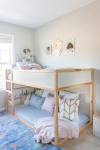 KURA reversible bed in girls room