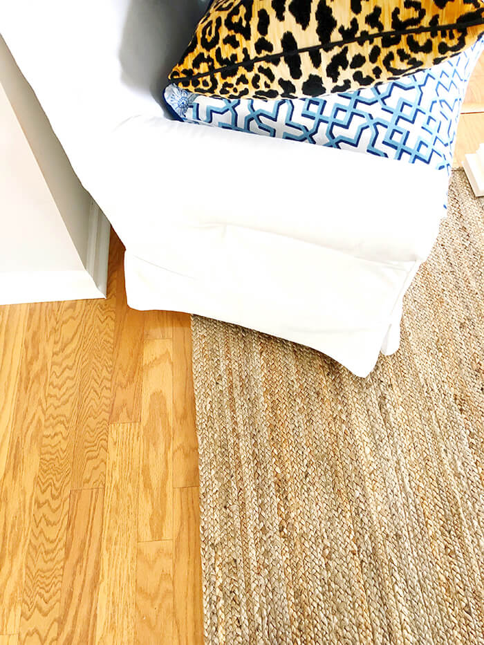 A guide to Jute rug. The pros and cons of owning a natural fiber jute rug.
