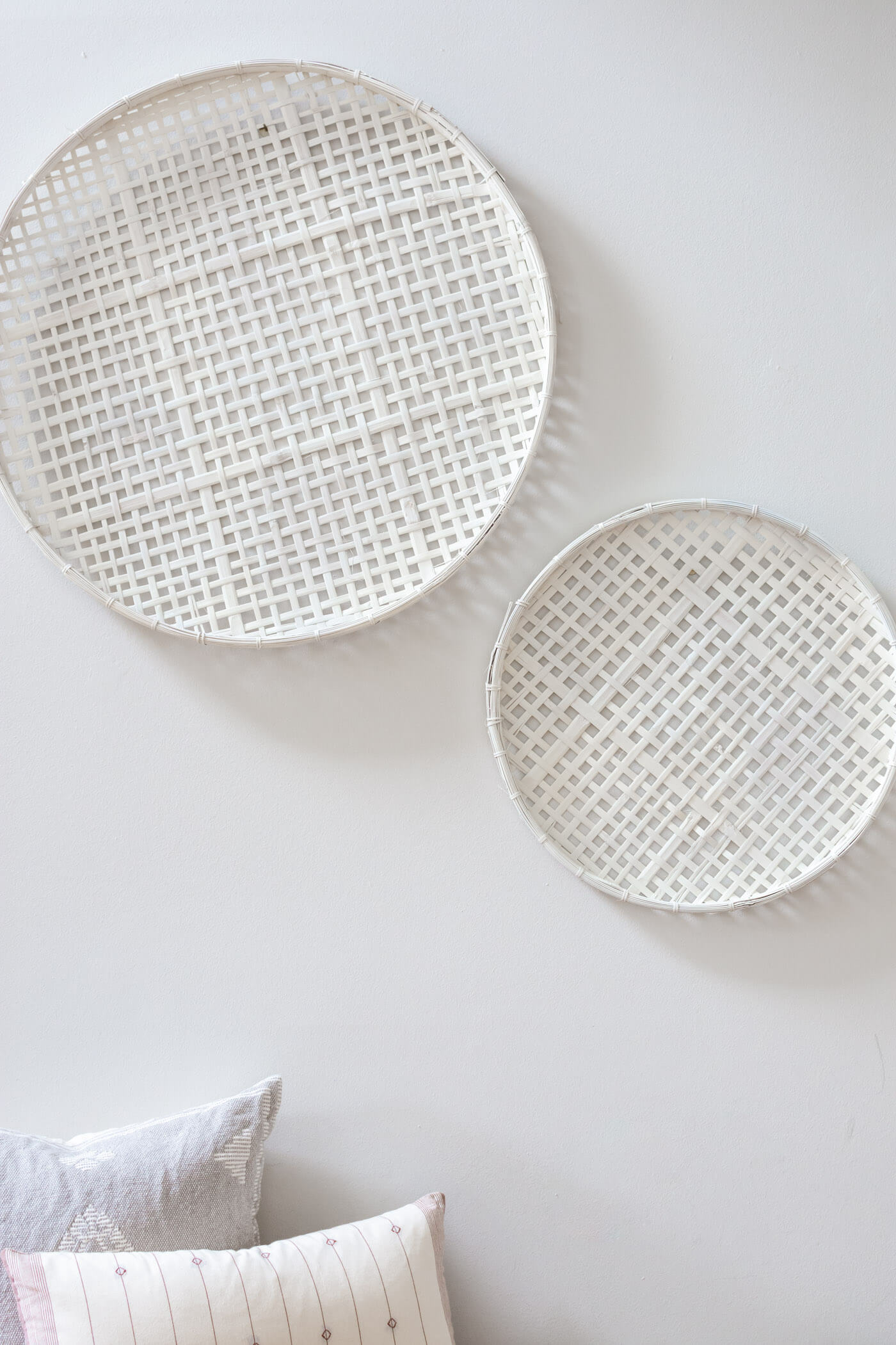 DIY White Painted Wall Baskets - thehomeicreate.com