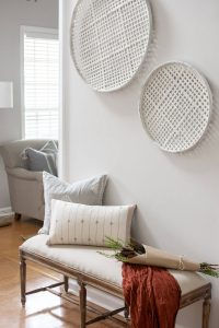 Neutral entryway bench decor - thehomeicreate.com