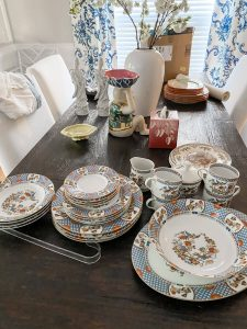 Vintage-Chinioserie-plates