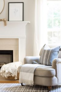 simple-and-neutral-family-room