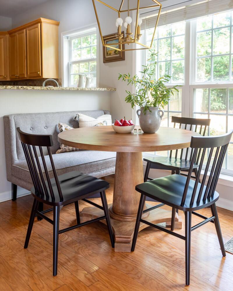 Modern Farmhouse Round Pedestal Dining Table