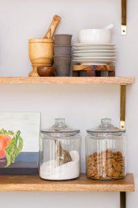 Open-farmhouse-shelves-in-the-kitchen