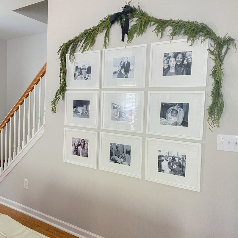 Simple Christmas garland on wall
